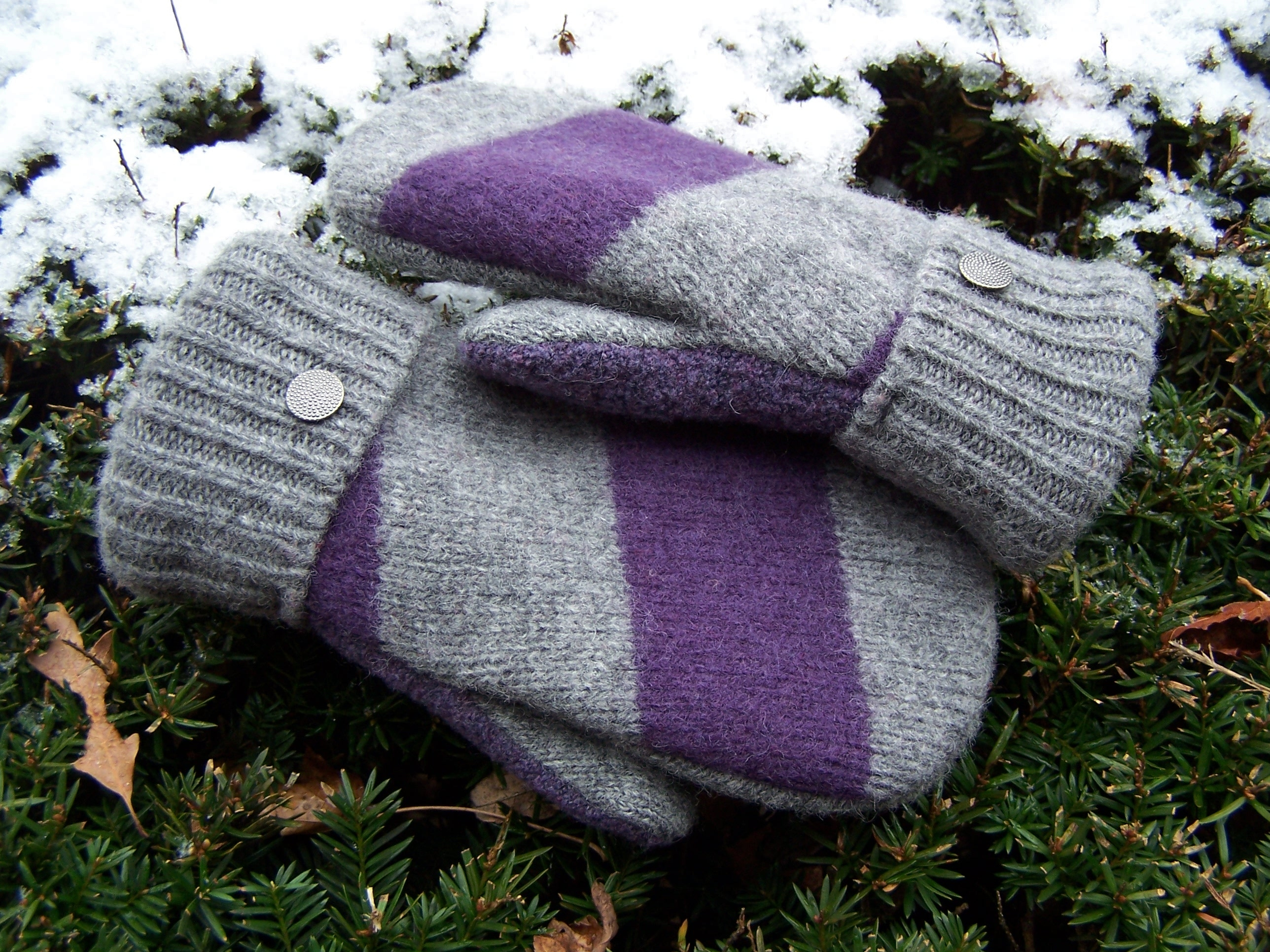 make mittens from old sweaters